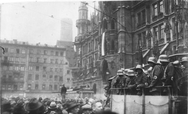 Munich-Marienplatz-during-the-failed-beer-hall-putsch