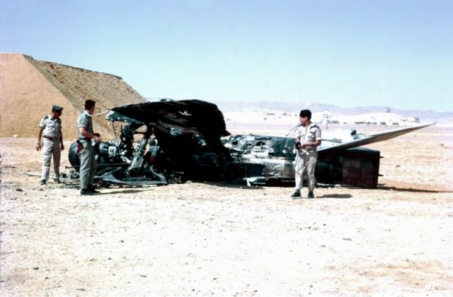 Israeli troops-examine-destroyed-egyptian-aircraft